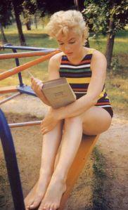 marilyn-monroe-leyendo-el-ulises-de-joyce