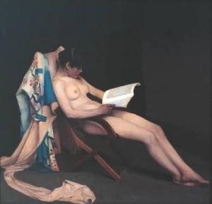 Mujer leyendo desnuda