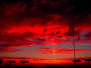 Ese cielo rojo que tan significativo es en la novela