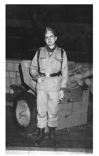 Antonio Muñoz Molina en su época de la mili