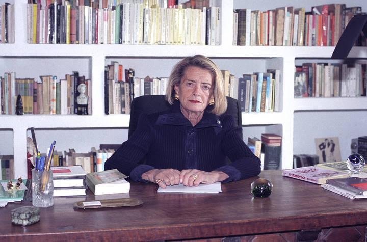 Josefina R. Aldecoa ejerció como pedagoga y maestra, experiencias que le sirvieron de base para  su obra Historia de una maestra