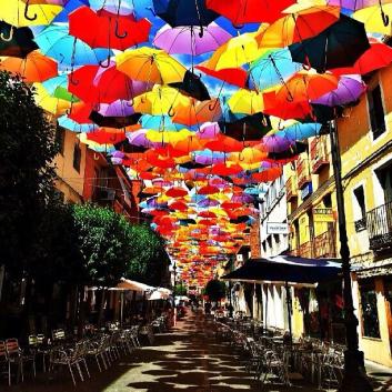 Los paraguas son una metáfora de la esperanza para Manuel Cortés