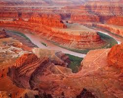 El Gran Cañón del Colorado conforma en elemento de cohesión de la novela