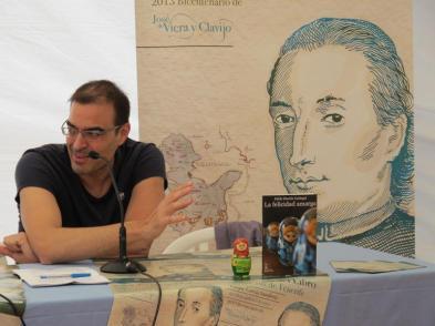 """Pablo Martín Carbajal en una presentación de """"La felicidad amarga"""" en Canarias"""
