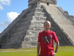 Manuel Cortés se define como un viajero nato y un mago de las palabras