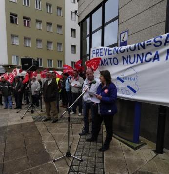 Concentración Agavida en la Xunta en contra del amianto