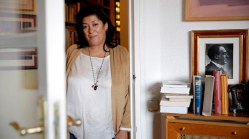 La escritora Almudena Grandes en su casa. FOTO: JOSÉ LUIS ROCA