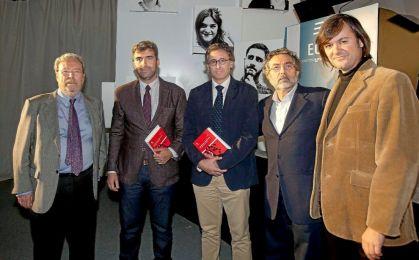 Sebastián Torres y Antonio Salvador con más periodistas. Fuente: El Mundo