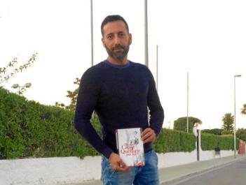 Miguel Vasserot con su primera novela