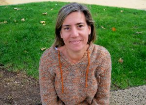 """Lea Vélez escribe """"El jardín de la memoria"""" en un homenaje al amor por su marido"""