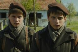 """Imagen de la película """"El gran cuaderno"""" basada en la novela de Kristof"""