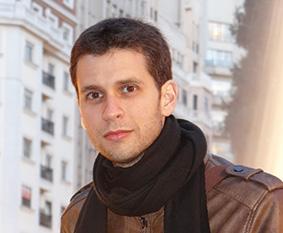 """Álvaro del Olmo, autor de """"Hombre sobre una escultura"""""""
