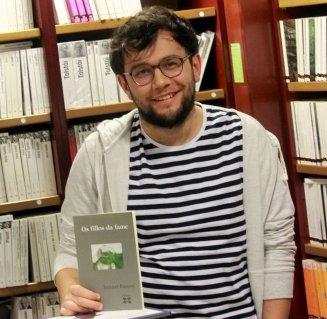 """Ismael Ramos, autor de """"Os fillos da fame"""". Fonte: Atlántico.net"""