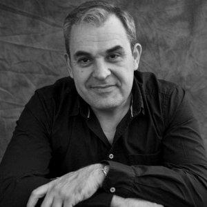 """Ramón Nicolás, autor de """"O espello do mundo"""""""