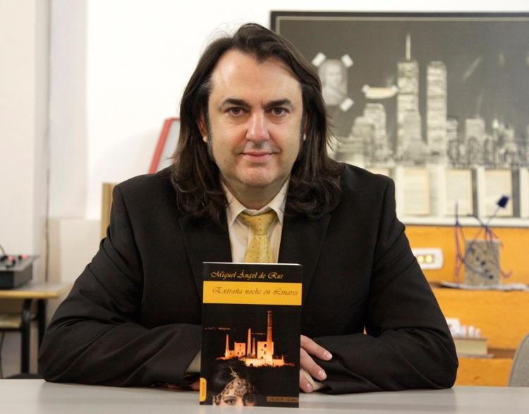 Miguel Ángel de Rus es editor y escritor