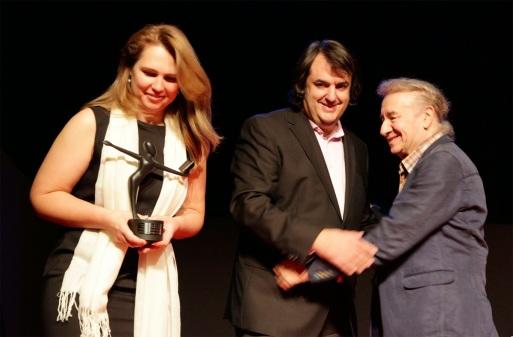 Entrega Premio a la Mejor Labor Editorial por Jesús Campos, presidente de la AAT. Fuente: Irreverentes