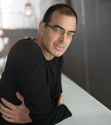 """Pablo Martín Carbajal, autor de """"La ciudad de las miradas"""""""