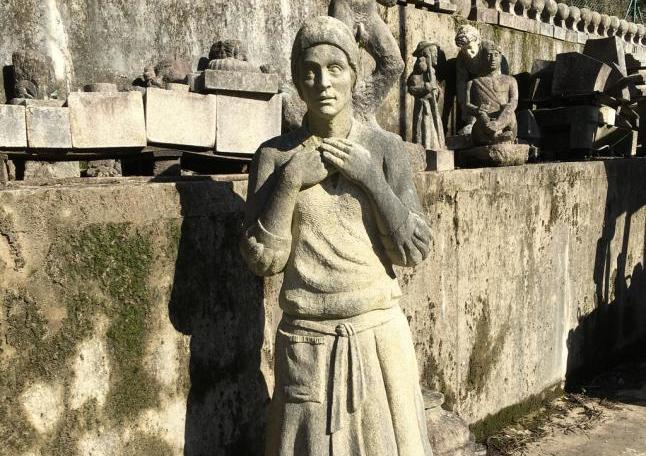 Cangas colocó una escultura de María Soliño (Faro de Vigo)