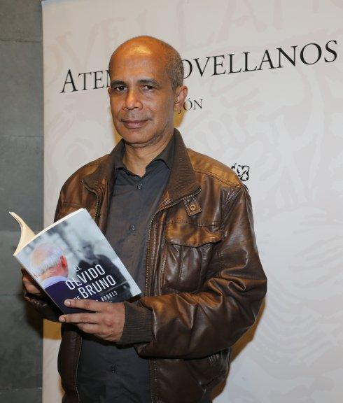 """Edgar Borges, autor de """"La ciclista de las soluciones imaginarias"""""""