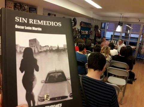 """Óscar León Martín en una presentación de """"Sin Remedios"""". Foto: Boria Ediciones"""