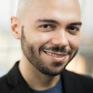 "Christian Nava, autor de ""Esqueletos bajo la lluvia"""