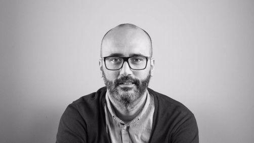 """Juan Parcero constrúe unha historia diferente na súa segunda novela, """"A fiestra aberta"""""""