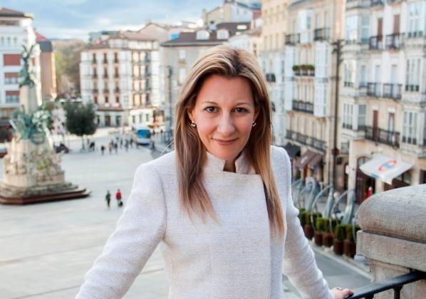 """Eva García Sáenz de Urturi, autora de """"El silencio de la ciudad blanca"""""""