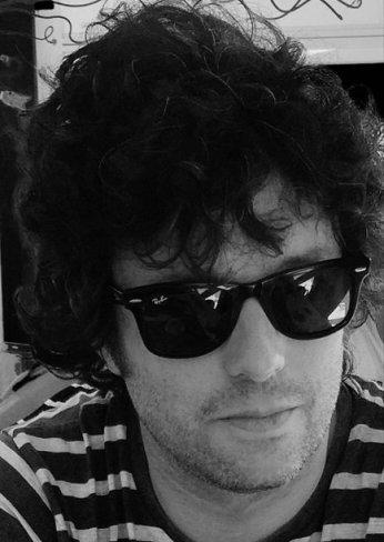 """Hugo Argüelles, autor de """"Cuentos grises"""""""