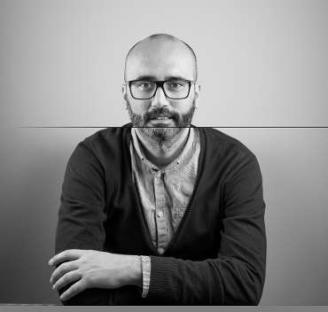 "Juan Parcero, autor de ""A fiestra aberta"""