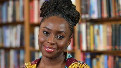 Chimamanda Ngozi Adichie se define como una autora africana y feminista