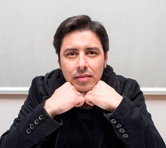 """Alberte Momán, autor do poemario bilingüe """"Tripas"""""""
