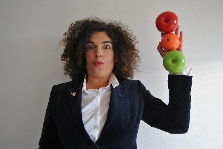 """Esther F. Carrodeguas é unha artista multidisciplinar e vén de publicar """"Na butaca"""""""