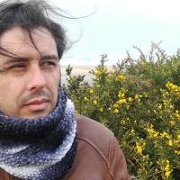 """Entrevista Alberte Momán: """"Nunca deixei de escribir poesía, sen chegar a ser nunca un poeta"""""""