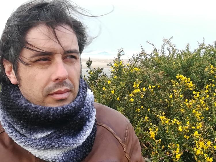 "Alberte Momán vén de publicar o poemario bilingüe ""Tripas"""