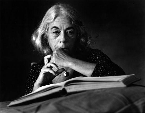 "Carmen Martín Gaite, autora de ""Nubosidad variable"""