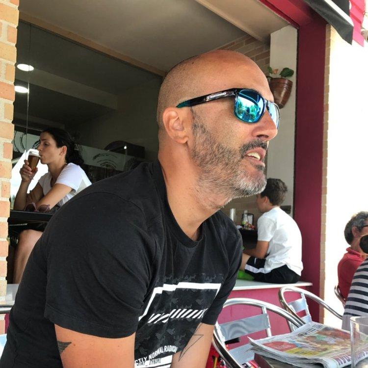"Juan Parcero, autor de ""Vento na cara"""