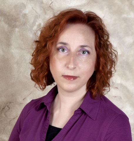 "Natividad Ortiz, autora de ""Alas hiperbólicas"""