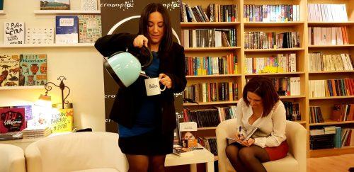 """Anna R. Figueiredo na presentación de """"Os bicos feridos"""" en Cronopios"""