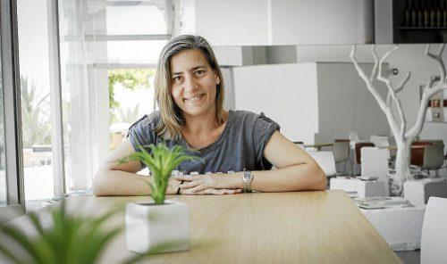 """Lea Vélez, autora de """"La sonrisa de los pájaros"""""""