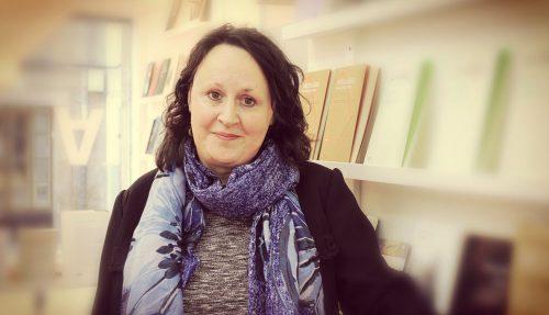 """Lupe Gómez, autora do poemario """"Camuflaxe"""""""