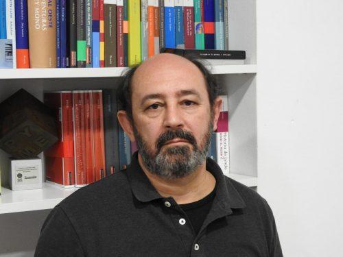 """Adolfo García Ortega, autor de """"Una tumba en el aire"""""""