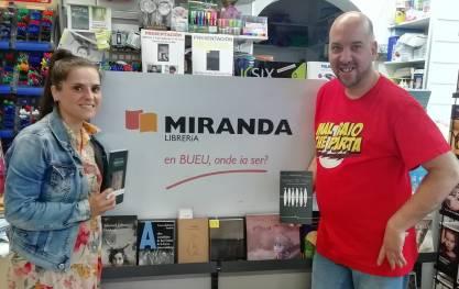 Fernando Miranda coa poeta bueuesa Míriam Ferradáns