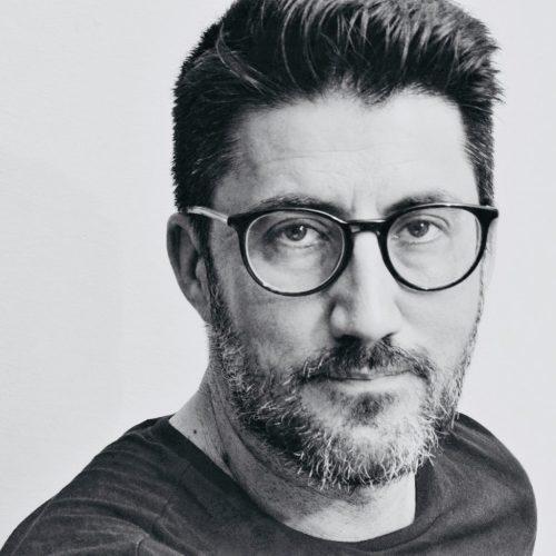 Luís Valle escribe Óstraka, un poemario contra o esquecemento