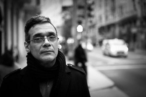 Héctor Torres, autor del libro de crónicas 'Caracas muerde'