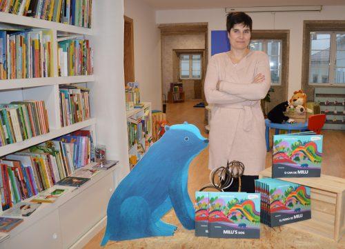 A autora húngara Mariann Maray na sede da editorial Kalandraka