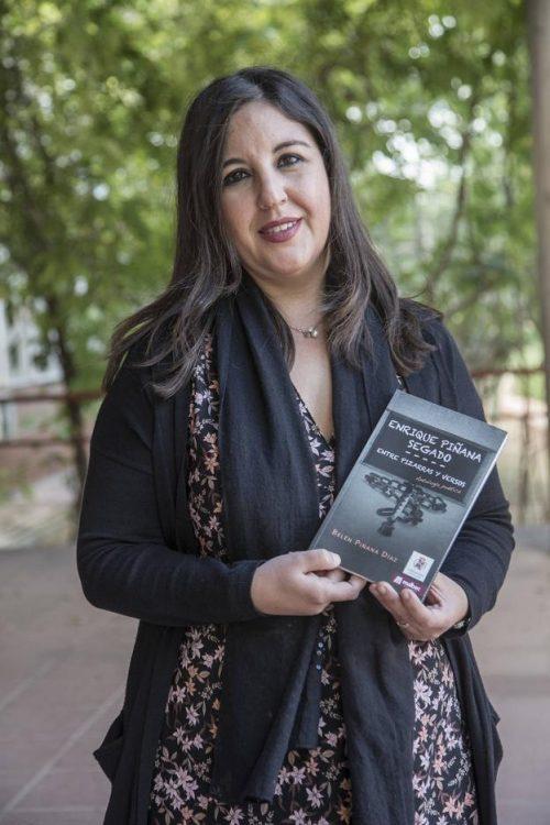 """Belén Piñana Segado coordina la antología poética de su abuelo, """"Entre pizarras y versos"""""""
