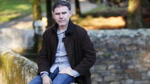 """Jorge García Marín, autor do libro """"Papá, por que non pintas as unllas de cores?"""""""