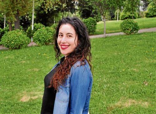 "Arancha Nogueira, autora do poemario ""dente de leite"""