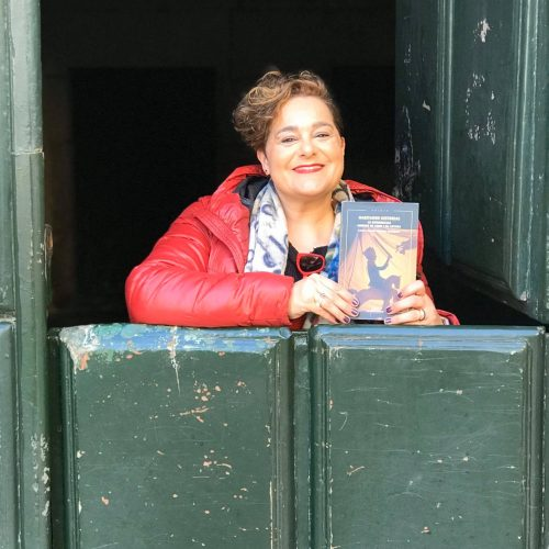 "Montse Muriano, coordinadora do libro ""Habitando historias"""
