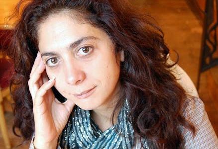 "Elisabeth Oliveira, autora do poemario ""Náufragas no mar e na terra"""